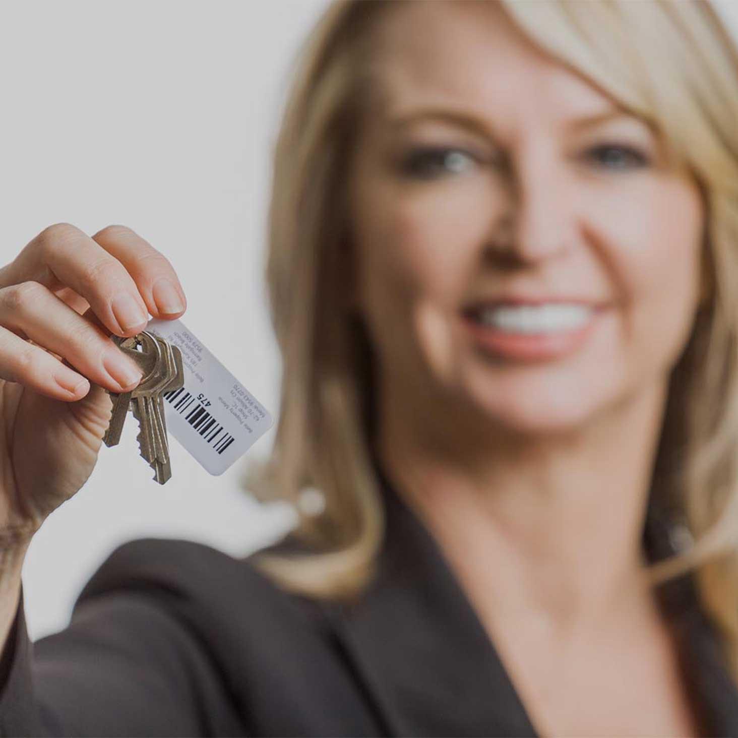 woman holding keys with logitout keytags